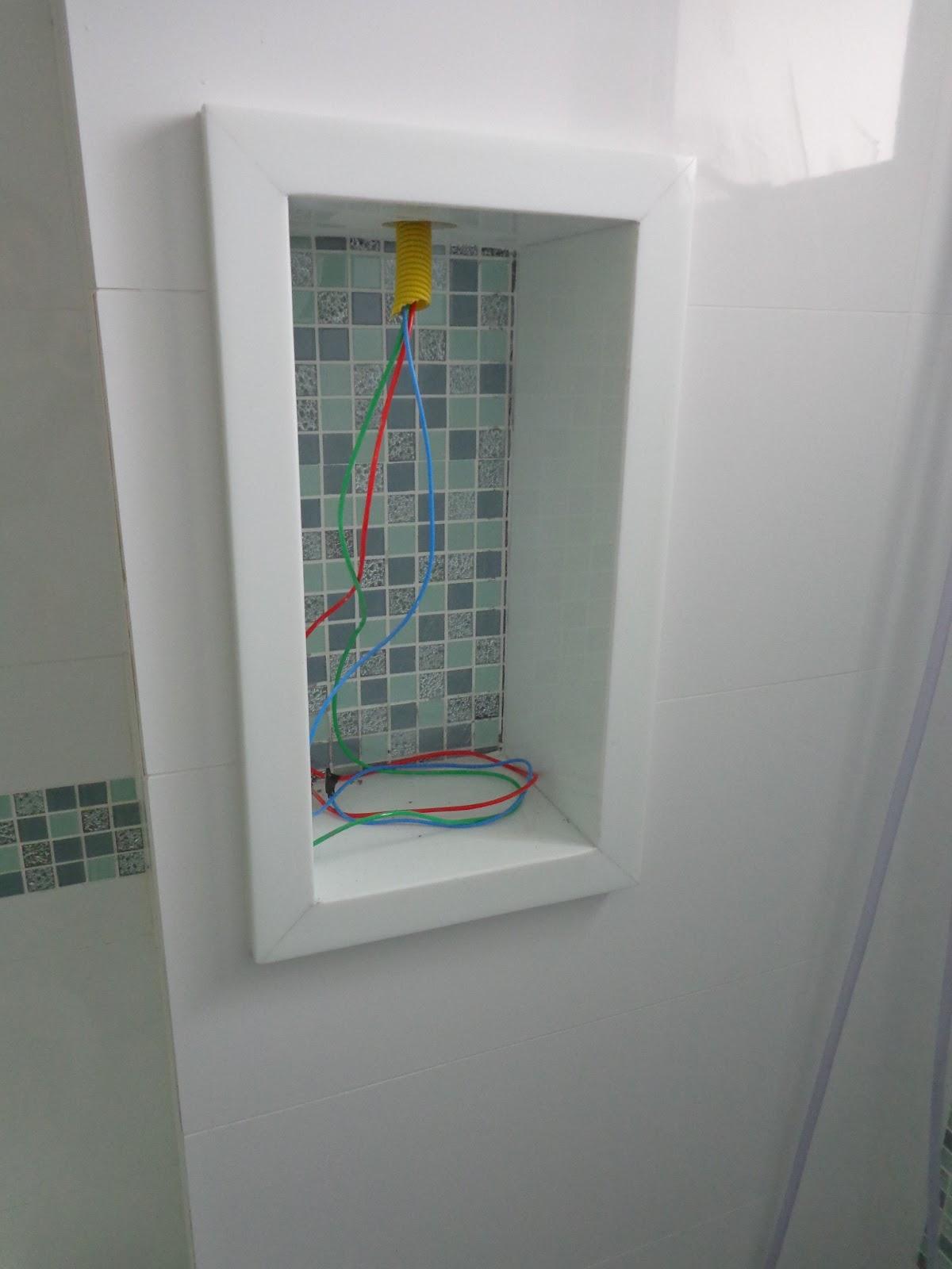 Tai a famosa 'baguetes' Wanessa. rs são duas para o Box elas estão  #73632B 1200x1600 Bancada Banheiro Usada