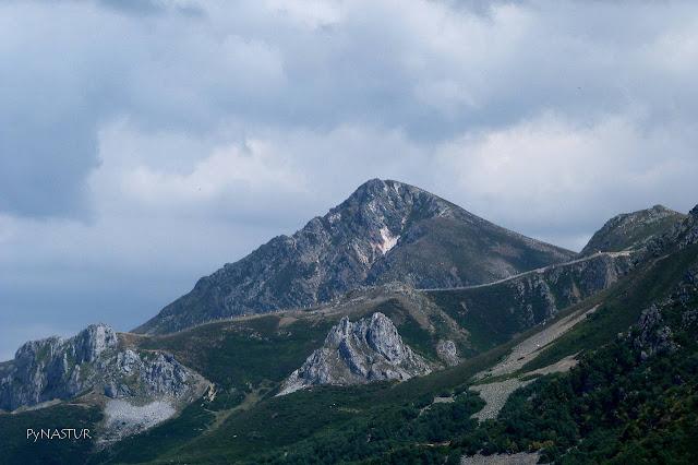 Pico Toneo y la Estación de Esquí de Fuentes de Invierno