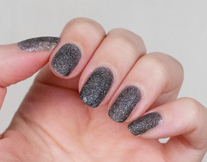 L'Oreal Color Riche Black Diamond nail polish