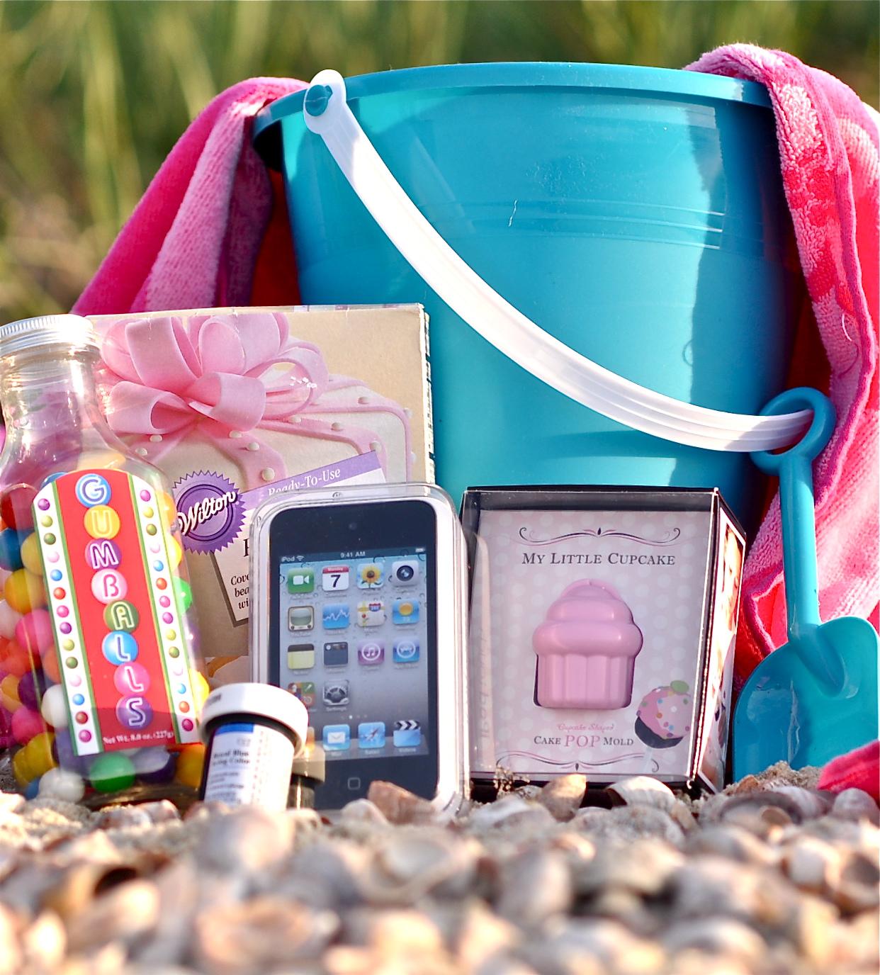 http://2.bp.blogspot.com/-JGnTOjDLrTE/Tgk_tn30q_I/AAAAAAAAAHU/gPNDjgtjdoU/s1600/my-little-cupcake-mold-beach-giveaway-.JPG
