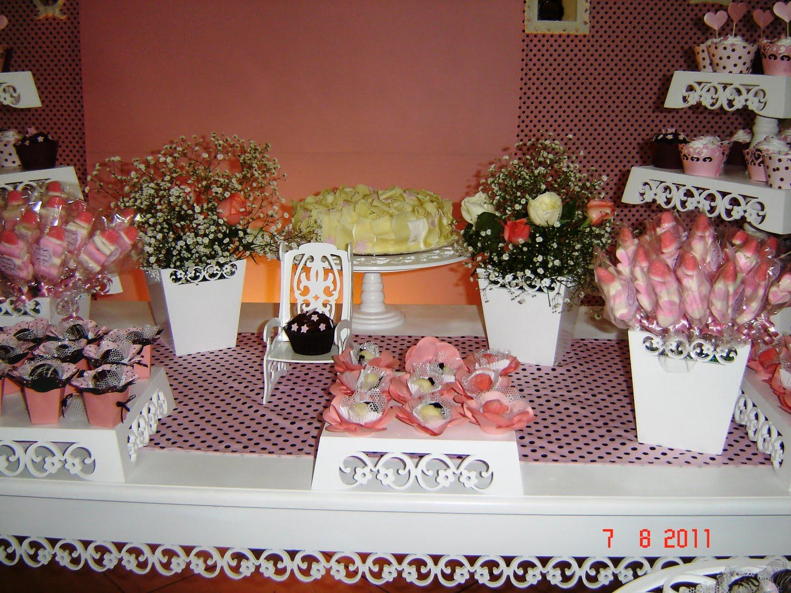 Cada Mesa De Convidado Foi Decorada Com Vasos Provençais Rendados Com~ Mesa Decorada Jardim Encantado