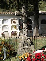 Detall de la Creu del conjunt funerari de la família Senties