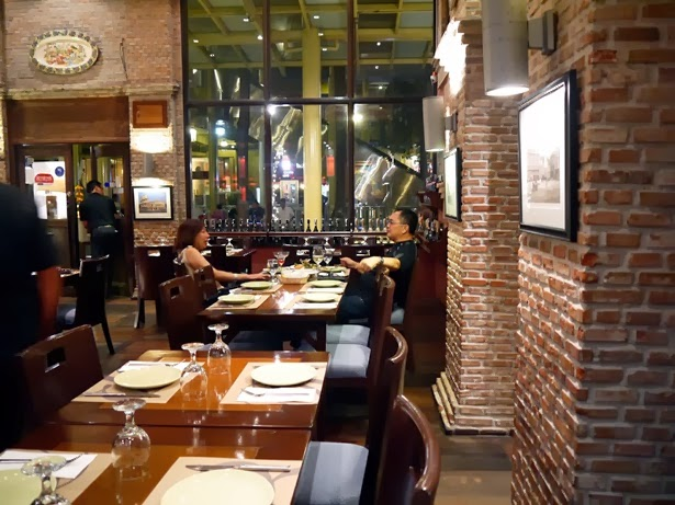 essay on restaurants Free essay: restaurant observation project when given the task of finding a restaurant that has an open kitchen a restaurant that came immediately to my mind.