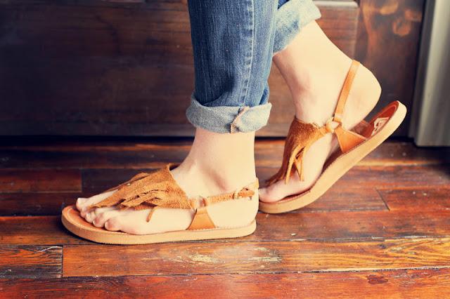 Decorar sandalias de cuero en Recicla Inventa
