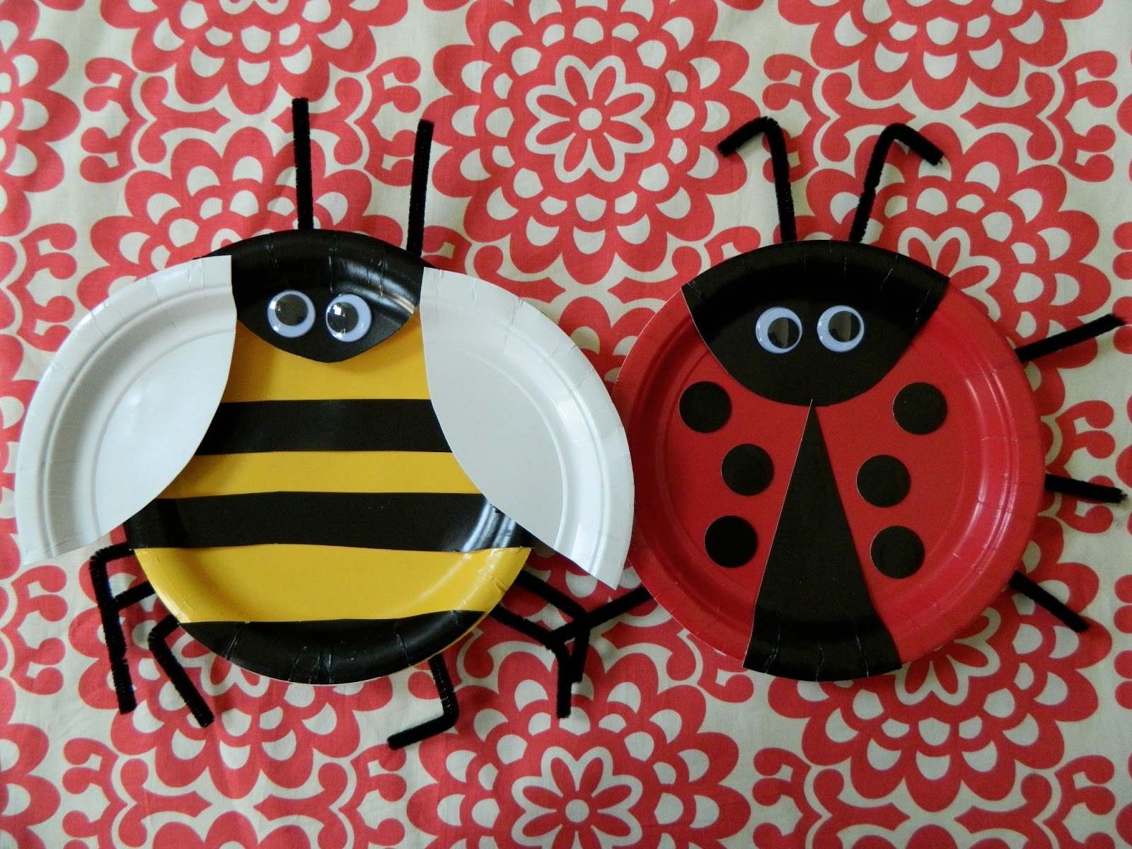 Wednesday July 17 2013 & the vintage umbrella: paper plate bugs
