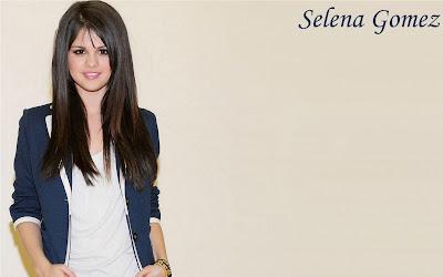 Salena Gomez sweet looking cute Wallpaper