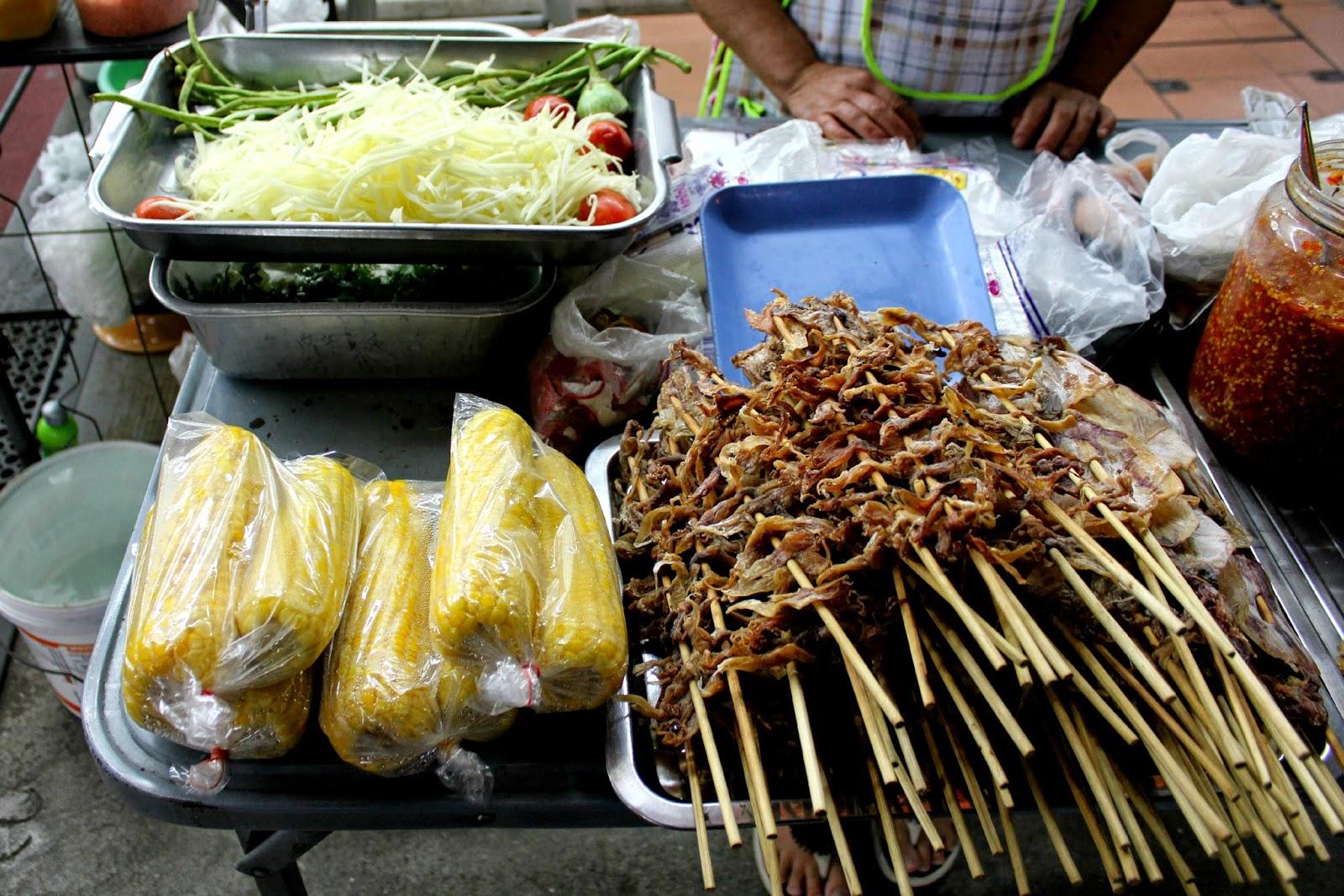 som tam Thai food street