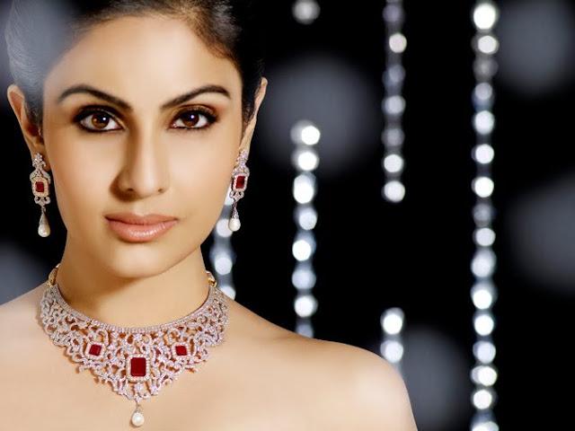 Model Divya Parameshwaran Cute Images Saree Photos gallery pictures
