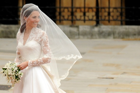 prince william married kate middleton gown. Prince William and Kate are