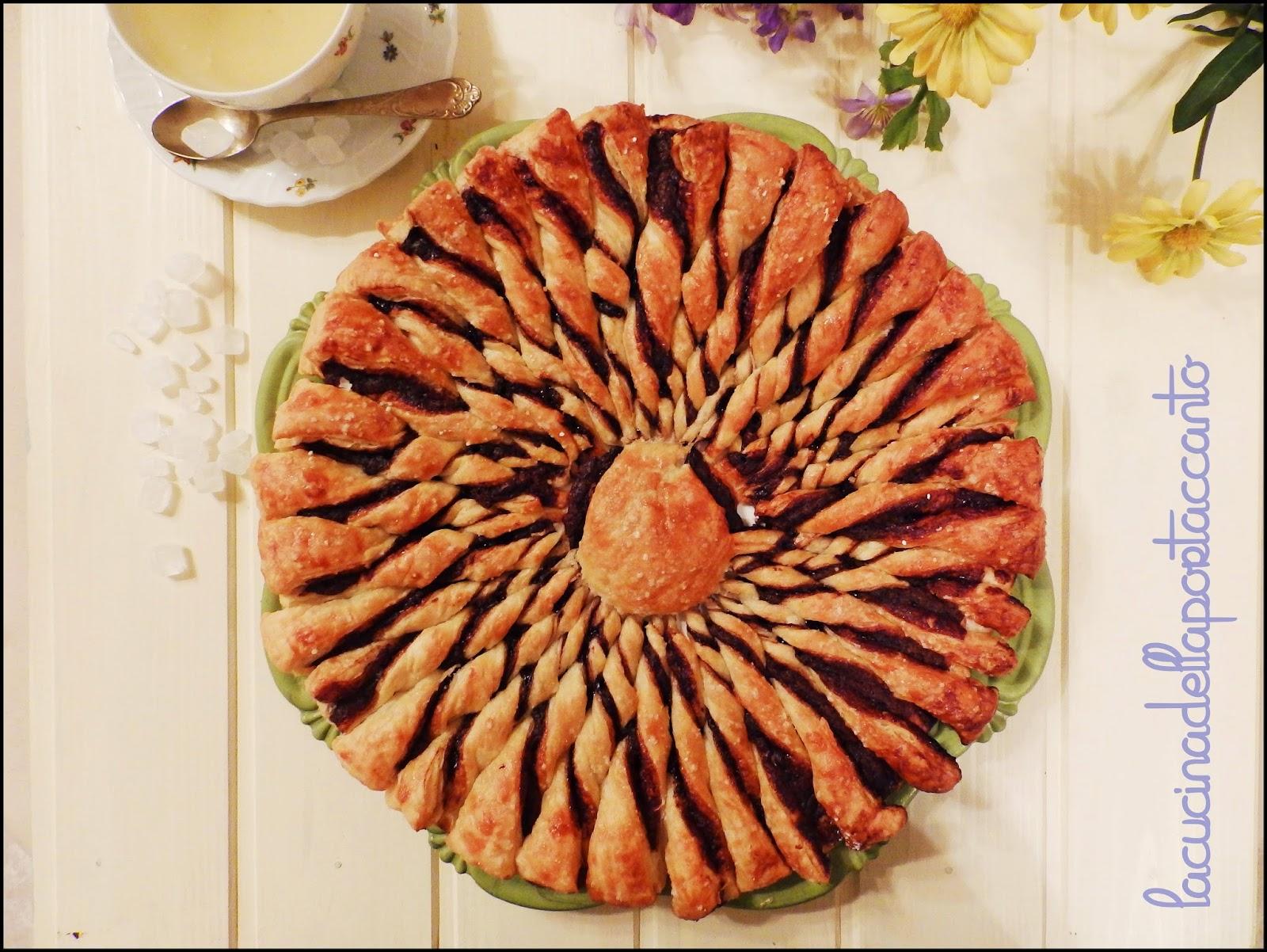 girasole di pasta sfoglia e crema di nocciole del piemonte, un fiore per s. valentino! / sunflower puff pastry cream and hazelnuts from piedmont, a flower for valentines!