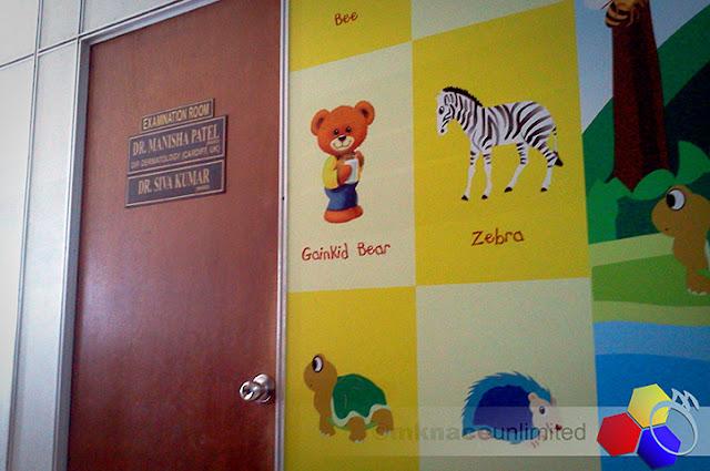 mknace unlimited™ | Pintu utama ke bilik doktor di poliklinik gelang patah