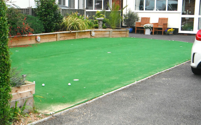 Garden putting green