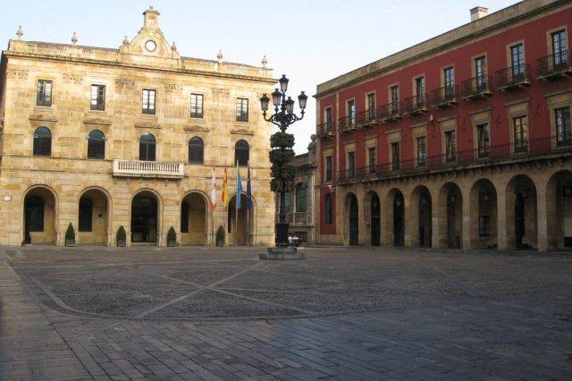 Ayuntamiento en la Plaza Mayor de Gijon