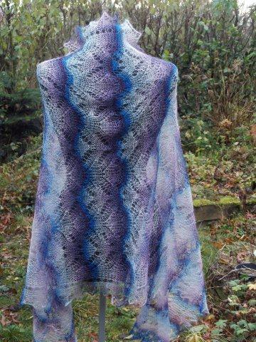 TE KOOP: blauw paars ecru.