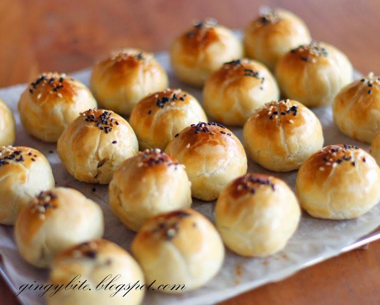 Tau Sar Piah (Salted) 咸豆沙饼/淡汶饼