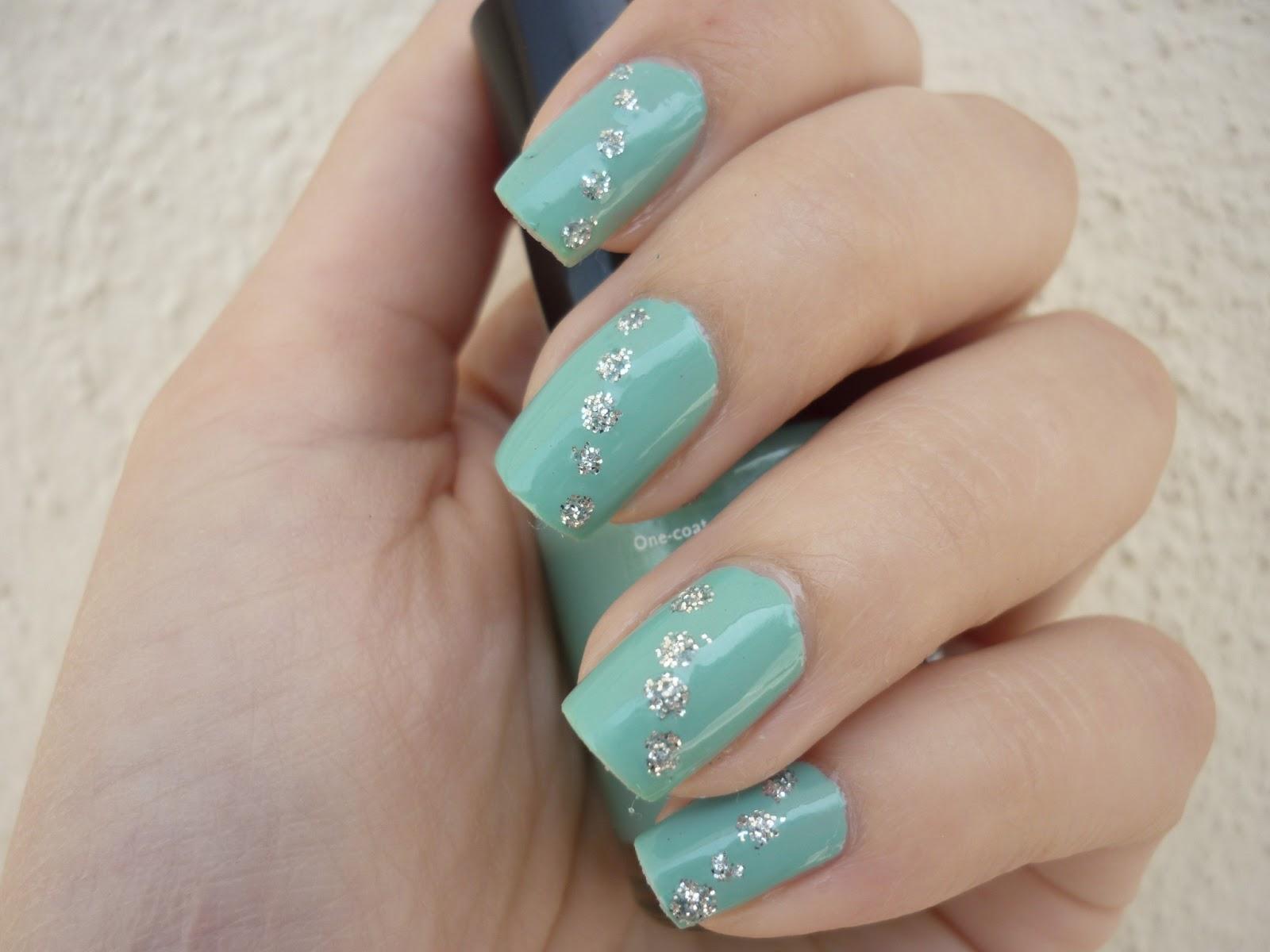 Nail art color Tiffany con punti luce
