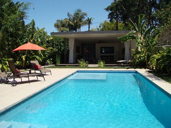 kolam renang mewah dalam rumah