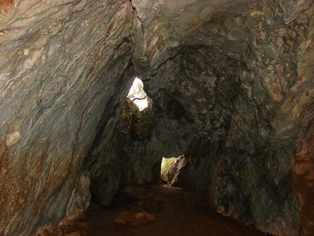 Первый зал пещеры: вид в сторону входа