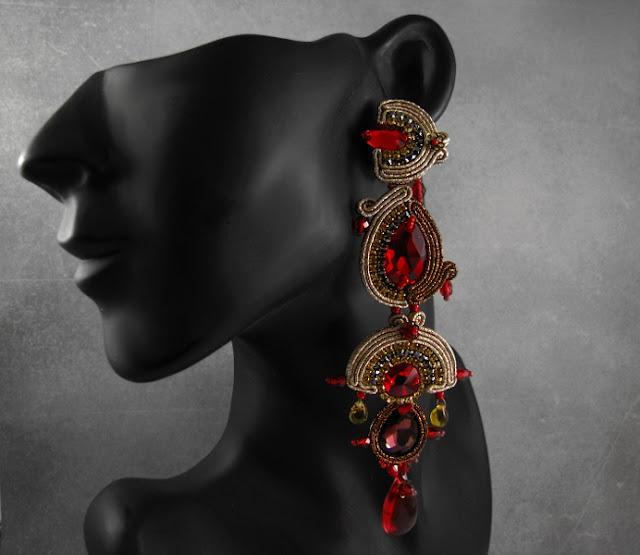 Wiszące kolczyki sutasz w stylu azteckim w kolorze czerwieni i złota