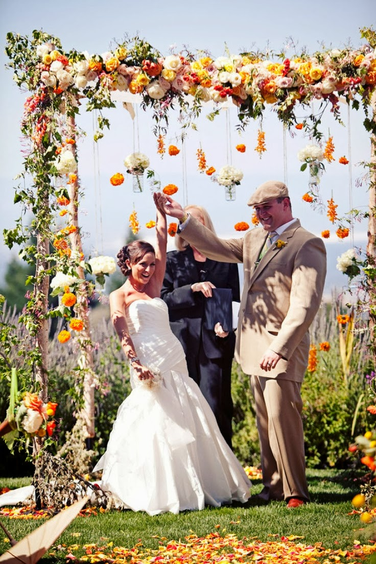 Memorable wedding wedding arches with flowers to delight for Arch decoration for wedding