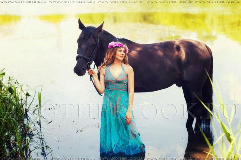 девушка с лошадью в реке