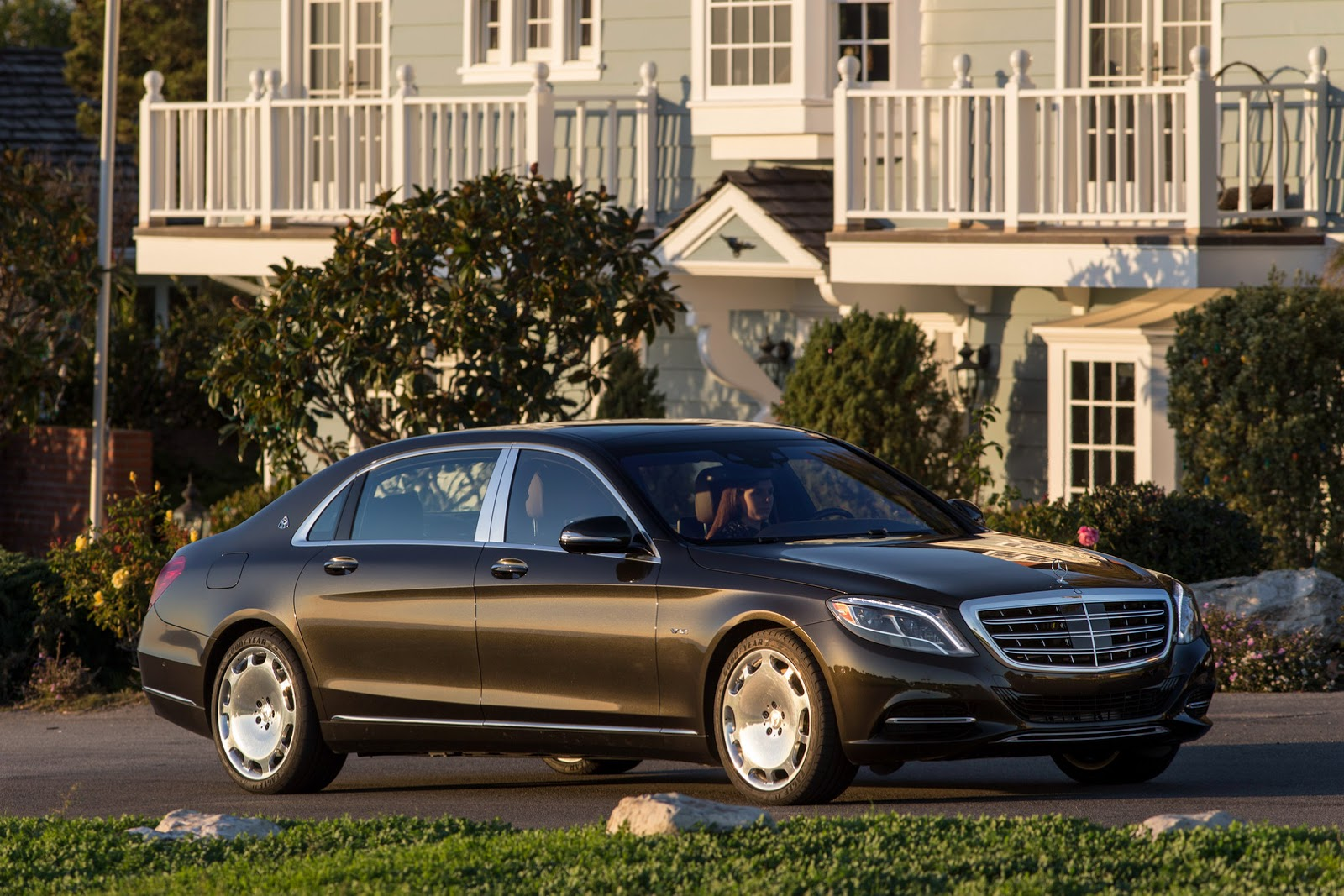 get to know the 2016 mercedes maybach s600 in 57 new. Black Bedroom Furniture Sets. Home Design Ideas