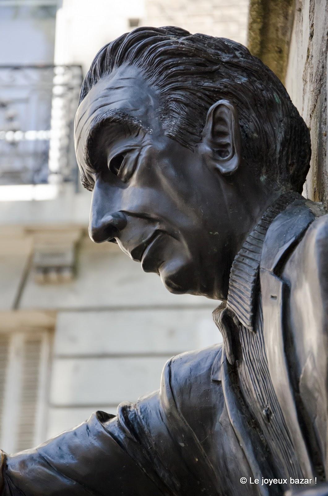 Paris - Montmartre - rue Norvins - Passe Muraille