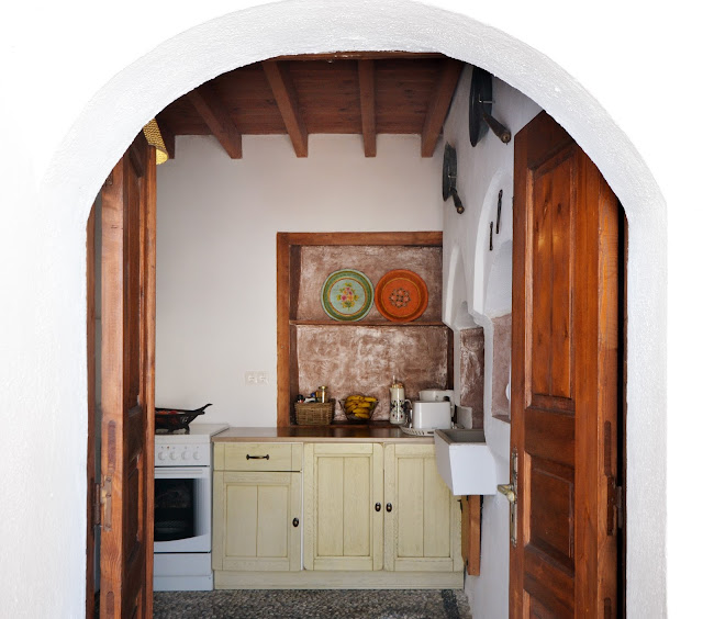 CasaLindos Theatro, rustic kitchen - the round button blog