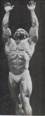 ROBBY ROBINSON POSE DOWN AT NIGHT OF THE CHAMPIONS ● www.robbyrobinson.net/motivation.php ●