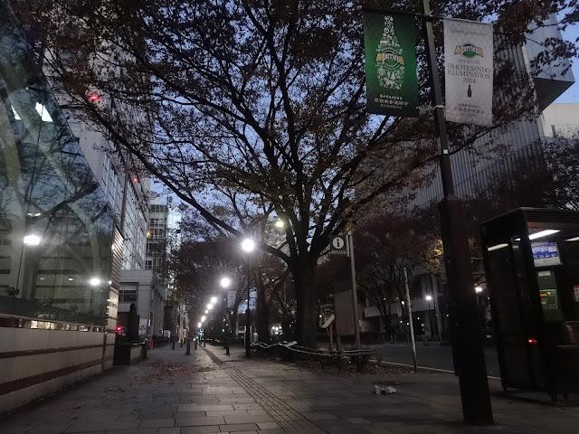 歩道,夜景,表参道駅前〈著作権フリー無料画像〉Free Stock Photos