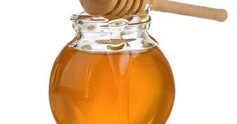 Le masque pour les cheveux de 2 oeufs et 1 cuillère à soupe du miel