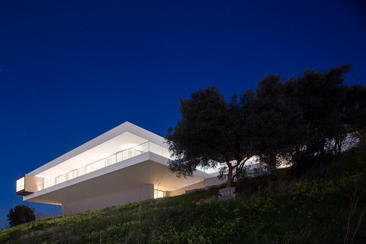 Modern Villa Escarpa by Mario Martins at night