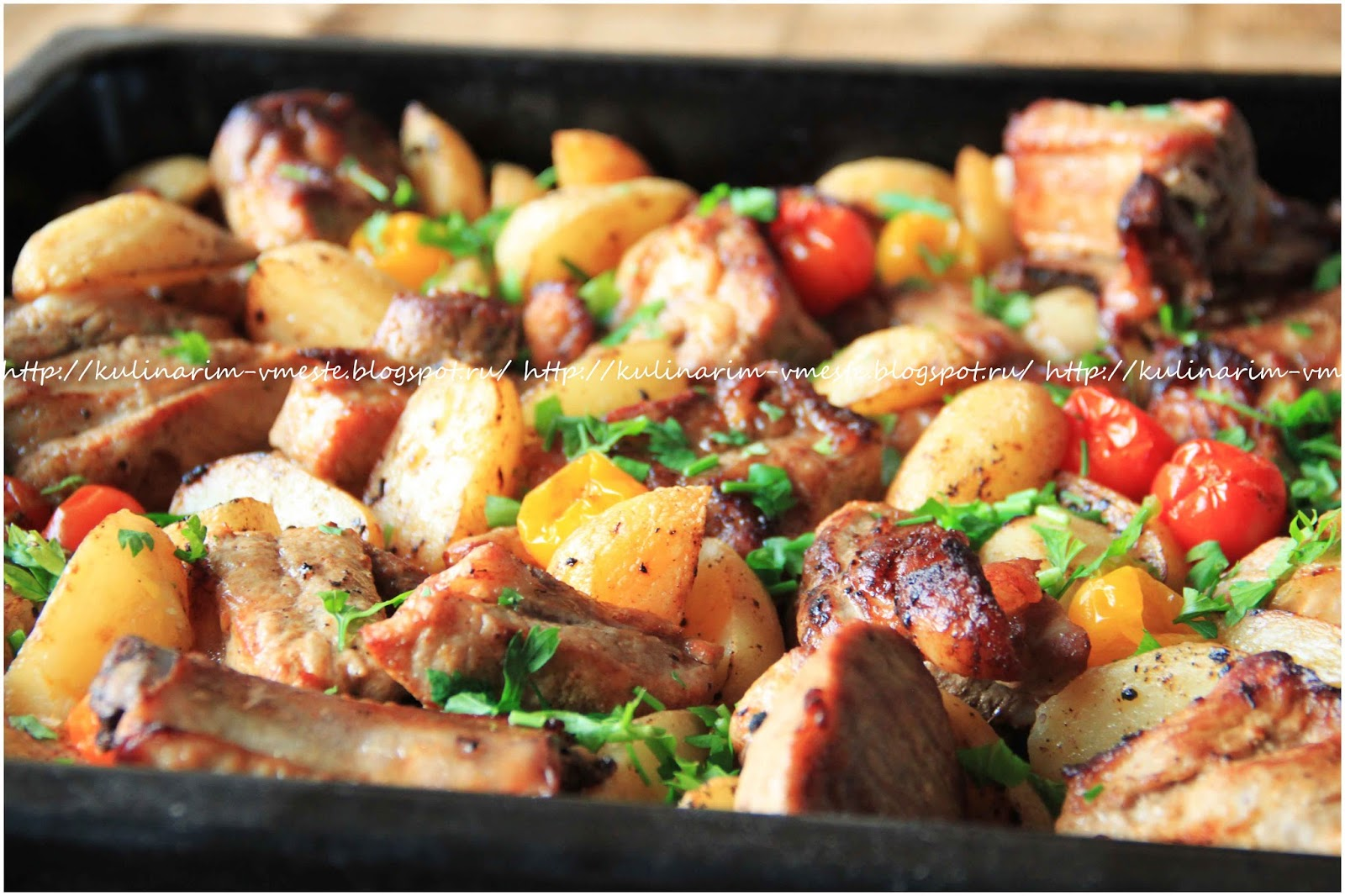 ребрышки свиные с грибами и картошкой в духовке