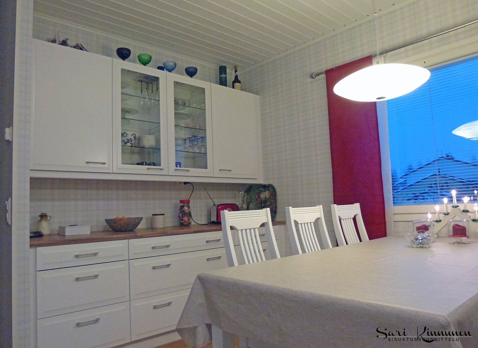 tyylikästä väriä jouluinen keittiö