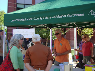 A Colorado Master Gardener Volunteer answers questions at an Ask-a-Master Gardener event.