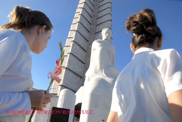 Escultura de José Martí en la Plaza de la Revolución en La Habana, Cuba