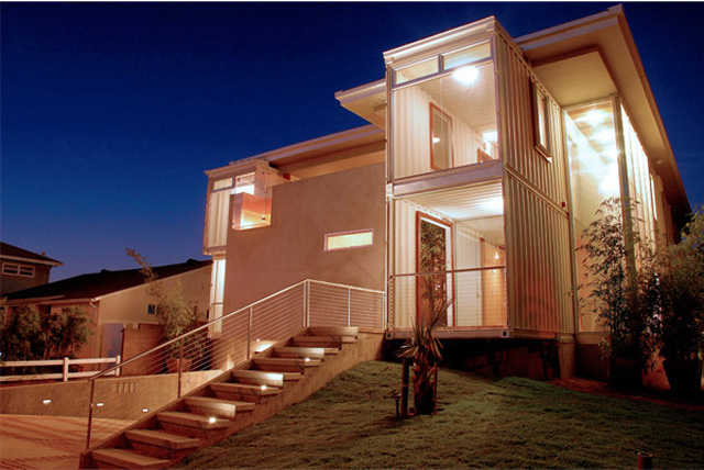 Casa combina construção tradicional com contêiner reciclado