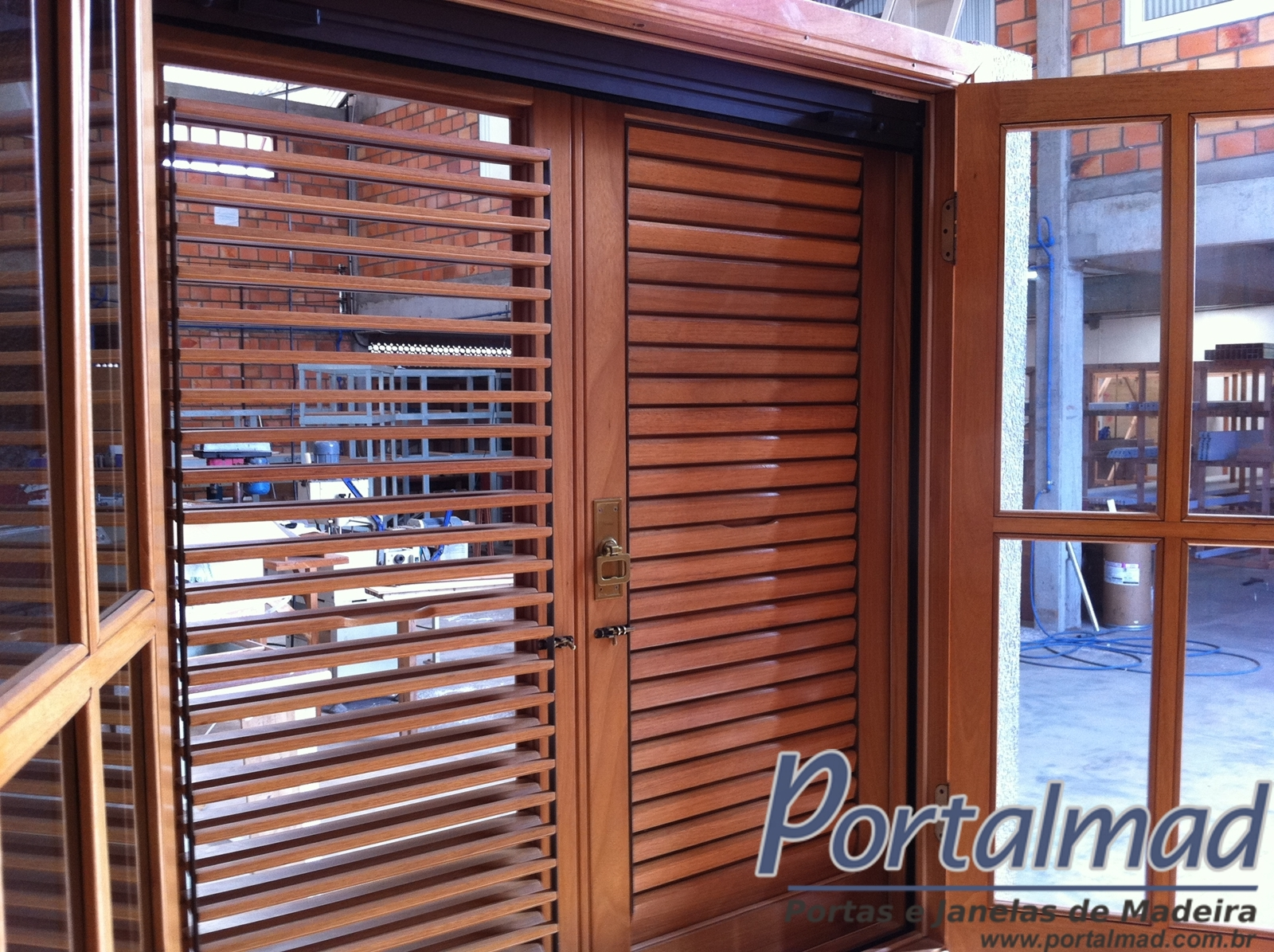 #1F54AC Portas e Janelas soluções completas em esquadrias de madeira  568 Janelas Em Arco De Madeira