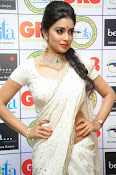 Shriya Saran latest pics at Gr8 Women Awards-thumbnail-15