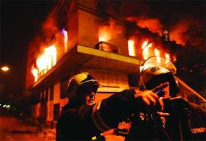 Grecia en llamas por la pobreza.