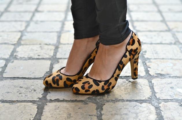 Chic urbain en escarpins léopard  06e76b0f746