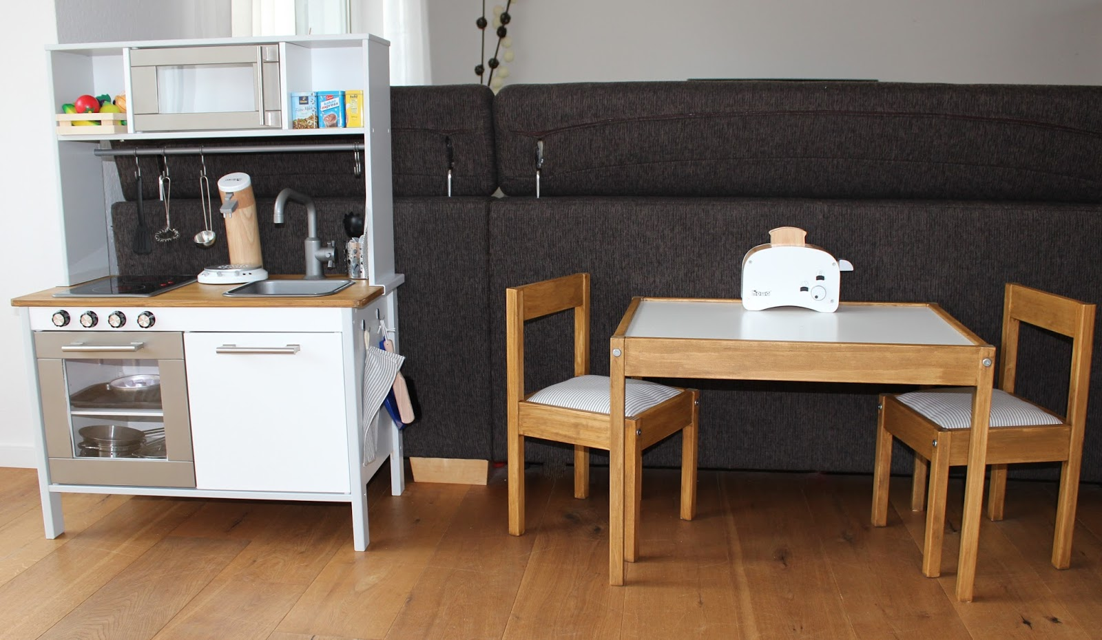 kreakind die ikea duktig spielk che in neuem gewand. Black Bedroom Furniture Sets. Home Design Ideas