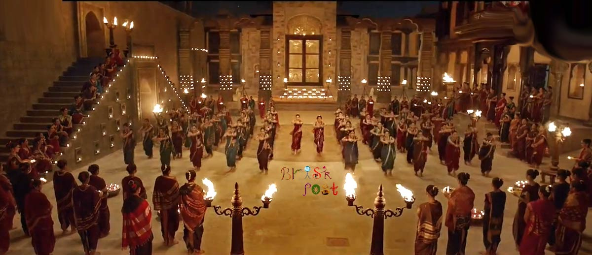 Bajirao Mastani set decoration with dim lamps light for Deepika Priyanka lavni pinga dance
