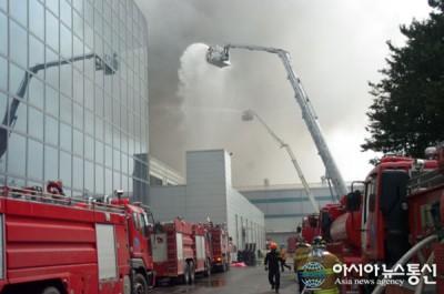 Pabrik PCB Terbakar, Peluncuran Samsung Galaxy S5 Tertunda?