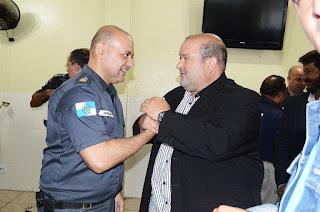 Prefeito Márcio Catão dá as boas-vindas ao novo comandante do batalhão, ten-cel PM Robson