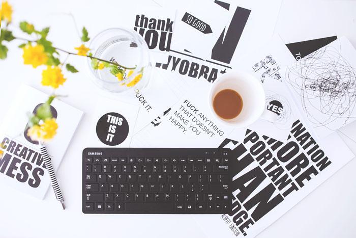 teclado, papeles, cursos gratis online