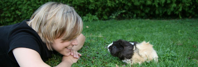 www.meerschweinchenverstehen.de - Meerschweinchen Pfeffer und die Autorin