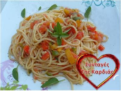 Μακαρονάδα με χρωματιστές πιπεριές