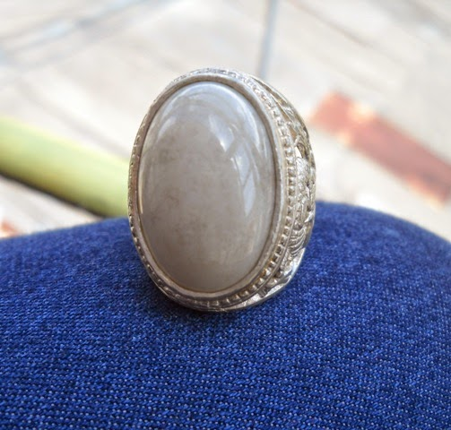 BBA06- SOLD- Batu Bacan Putih .... Antik Dan Merona !!!