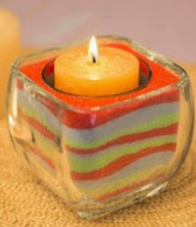 http://manualidadesreciclables.com/14889/velas-de-arena-de-colores
